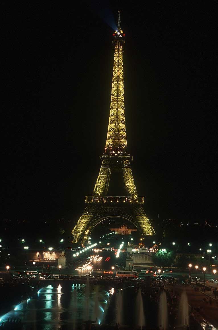 http://www.bigfoto.com/europe/paris/tour-eiffel-night.jpg