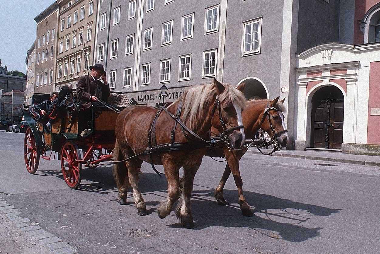 http://www.bigfoto.com/sites/galery/austria/a56_salzburg.jpg