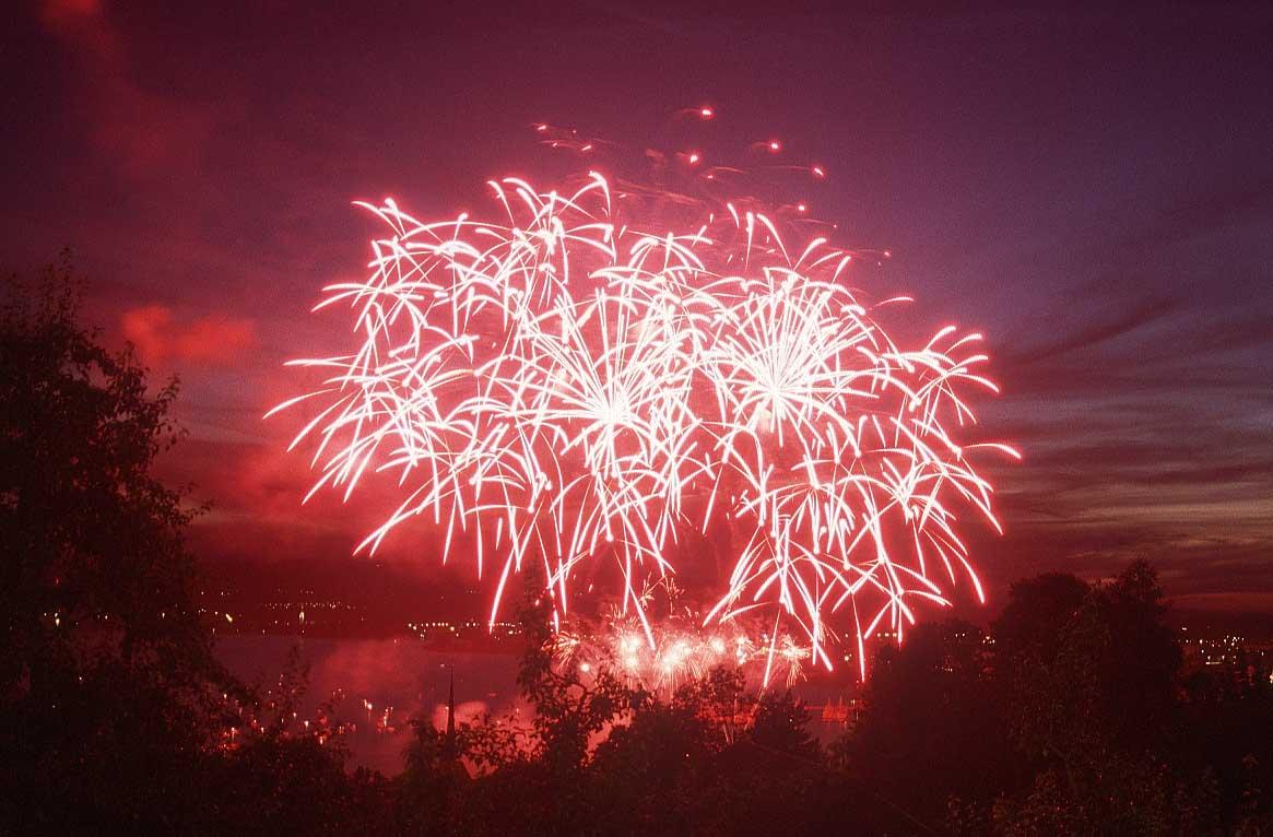 مبروووووووك سسسسوووووووريا وعقبال كأس آسيا  Fireworks_16xt