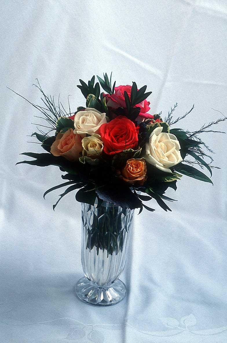 عند 5اهدي ورده وعند 10 اهدي قنبله Flower-vase