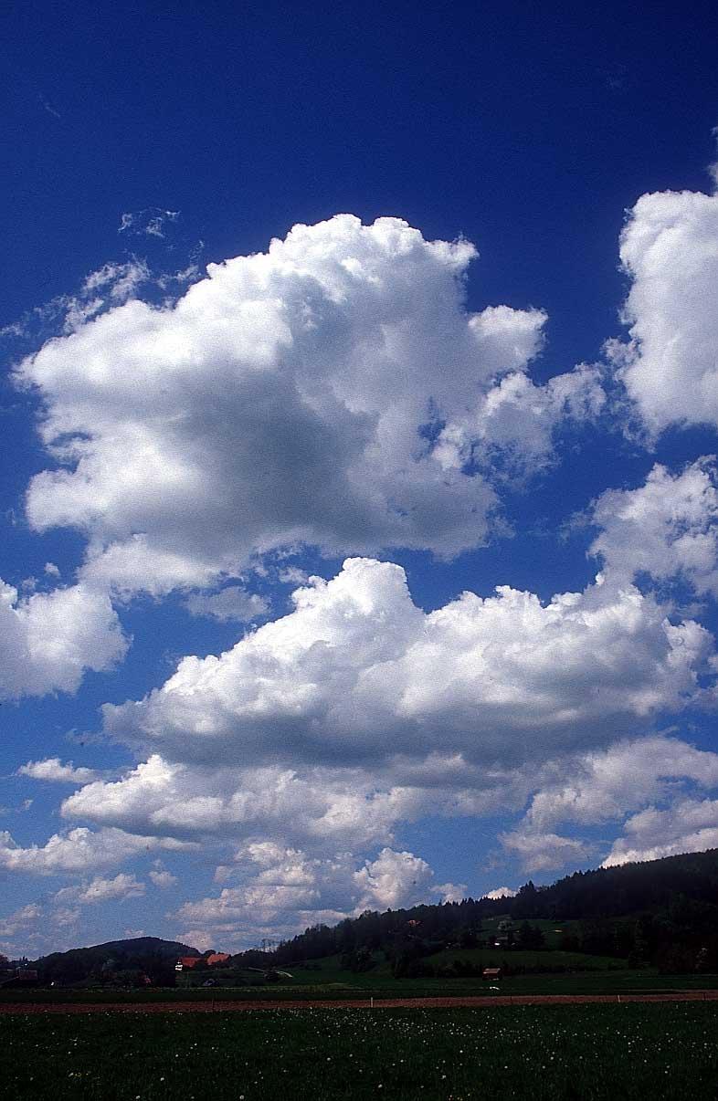http://www.bigfoto.com/sites/galery/sky/09_sky-clouds-xds.jpg