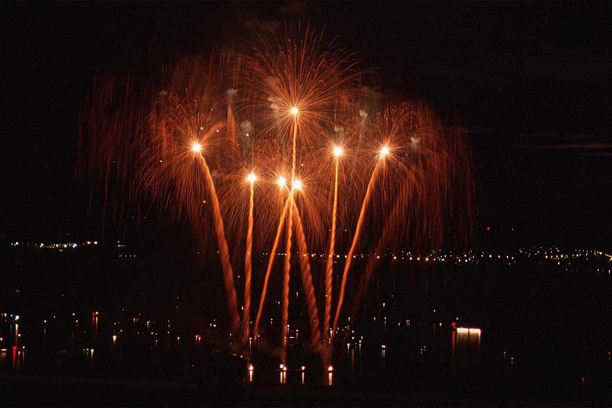 مبروووووووك سسسسوووووووريا وعقبال كأس آسيا  Fireworks-palms-mf2