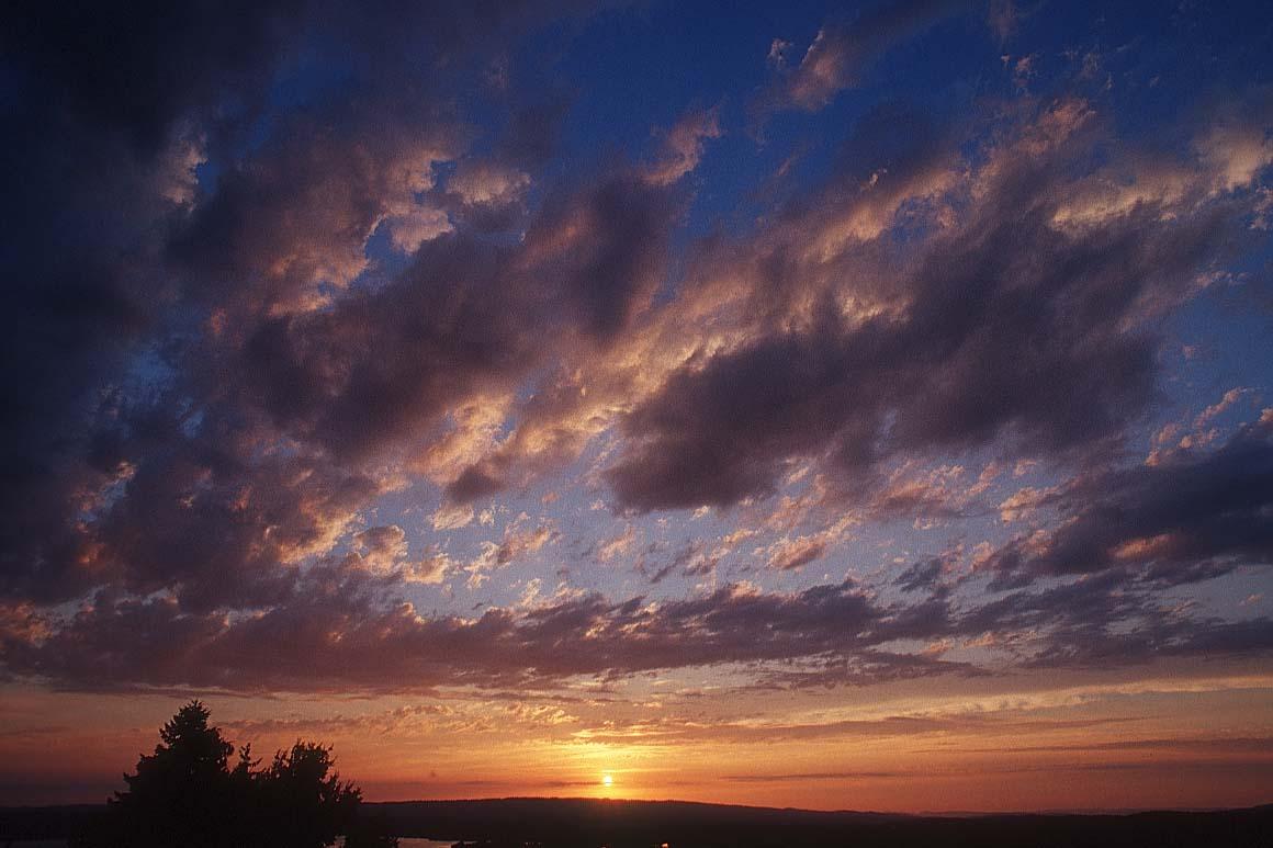 """""""http://www.bigfoto.com/themes/nature/sky/sky-picture_clouds-n.jpg"""" irudia ezin da bistaratu, akatsak dituelako."""