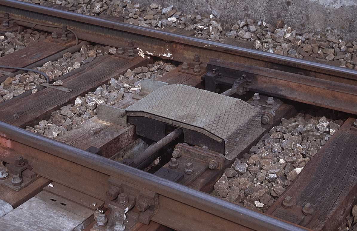 Flanged t rail for Galandage 3 vantaux 3 rails